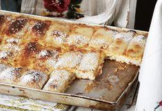 Mehl, eine Prise Salz, 3 EL Öl und 170 ml lauwarmes Wasser ineiner Küchenmaschine mit dem Knethaken