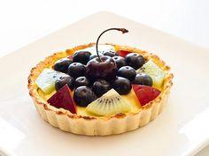 Fruit tart - grain and refined sugar-free paleo sweets, healthy desserts, p Paleo Fruit, Paleo Sweets, Delicious Fruit, Paleo Dessert, Gluten Free Desserts, Dessert Recipes, Healthy Desserts, Healthy Treats, Healthy Recipes
