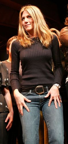 Jennifer Aniston Crewneck Sweater - Jennifer Aniston kept cozy in a ribbed black sweater for the 6th Annual 24 Hour Plays.