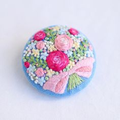 * . Bouquet brooch . . #刺繍#手刺繍#手芸#embroidery#handembroidery#stitching#needlework#자수#broderie#bordado#вишивка#stickerei