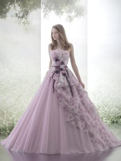 Obsession-worthy Hardy Amies London lavender gown featuring watercolor floral and dreamy silhouette! Ball Dresses, Ball Gowns, Prom Dresses, Formal Dresses, Pretty Outfits, Pretty Dresses, Couture Dresses, Fashion Dresses, Fantasy Gowns