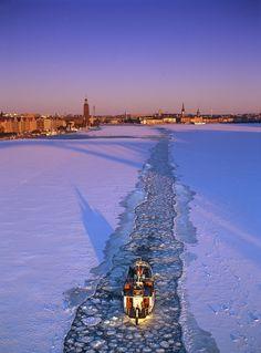 Stockholm mot Stadshuset. Vinter Isränna Riddarfjärden