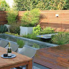 Patiogarden with steel pond and water feature: moderne Tuin door Guy Wolfs Hoveniersbedrijf
