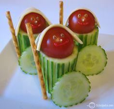 Ridders van komkommers, snoeptomaatjes en kaas