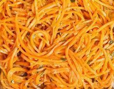 How to Make Butternut Squash Noodles W/Pumpkin Sauce Raw Food Recipes, Healthy Recipes, Butternut Squash Noodle, Pumpkin Sauce, Plat Simple, Side Salad, Love Food, Food And Drink, Vegetarian