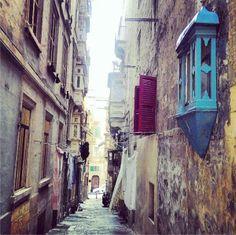 Vicoli di #Malta #viaggi #travel http://paperproject.it/lifestyle/lestasi-dei-momenti-dozio/malta-weekend-low-cost-primavera/