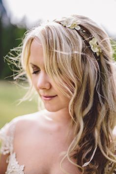 boho wedding hair // photo by Diane + Mike Photography // http://ruffledblog.com/canadian-mountain-wedding
