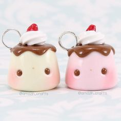Hey everyone😊💕 Today I have these cute pudding charms! These are definitely one of my most made charms because well, they are so cute😂❤️ Check out the sale on my Etsy shop! More info is on my backup account 👍💖 Polymer Clay Kunst, Polymer Clay Kawaii, Polymer Clay Animals, Fimo Clay, Polymer Clay Projects, Polymer Clay Charms, Polymer Clay Creations, Polymer Clay Jewelry, Clay Crafts