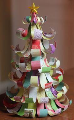 Lavoretti Di Natale In 5 Minuti.Ecco Come Realizzare Un Albero Di Natale In 5 Minuti Usando Scarti Di Carta Auguri Natale Kids Crafts Alberi Di Natale