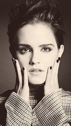 Simply beautiful- Emma Watson is gorgeous… I'm jealous. And of course, she was Hermione in Harry Potter, but if you didn't already know that, there's something wrong. Hermione Granger, Pretty People, Beautiful People, Divas, Bobbi Brown, Lucy Watson, Actrices Hollywood, Shooting Photo, Foto Art