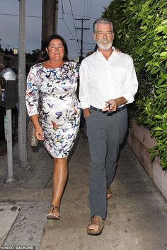 Pierce Brosnan goes for romantic dinner date with wife Keely : Style: The actor looked dapper in a crisp white shirt and grey trousers, completing his look with a pair of sandals Cute Girl Outfits, Fall Fashion Outfits, Curvy Outfits, Casual Fall Outfits, Fall Winter Outfits, 50 Fashion, Spring Outfit Women, Spring Outfits For School, Outfits For Teens