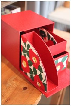 いつもの暮らしを、カルトナージュでHappyに! Cardboard Box Crafts, Cardboard Paper, Diwali Craft, Craft Station, Diy Gift Box, Wooden Projects, Cute Diys, Diy Organization, Design Crafts