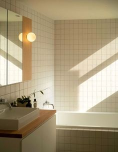 Home Interior Design A Total Transformation For This Pocket-Sized Heritage Home.Home Interior Design A Total Transformation For This Pocket-Sized Heritage Home Modern Bathroom Design, Bathroom Interior Design, Interior Livingroom, Design Kitchen, Hallway Decorating, Interior Decorating, Entryway Decor, Home Renovation, Home Remodeling