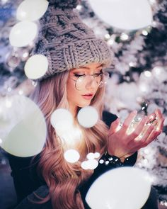 may your days be merry and bright, happy holidays everyone! Beautiful People Photography, Fairy Light Photography, Fashion Photography Poses, Girl Photography Poses, Cute Girl Poses, Girl Photo Poses, Cute Girl Face, Cute Girl Photo, Cute Girl Drawing