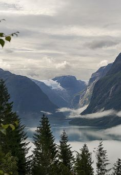 Loenvatnet and Kjenndalsbreen by andre van berlo, via Flickr; Norway