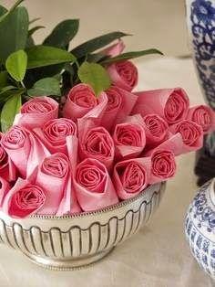 pliage de serviettes en forme de roses Pretty paper napkins for a buffet Pink Parties, Birthday Parties, Birthday Drinks, Festa Party, Partys, Party Entertainment, Decoration Table, Pink Party Decorations, Rose Buds