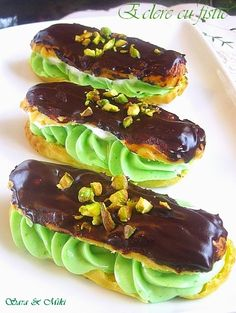 Éclair with pistachio cream Pistachio Cream, Romanian Food, Profiteroles, Trifle, Saveur, Something Sweet, Sweet Bread, Cakes And More, No Bake Desserts