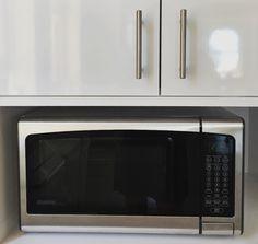 The easiest way to clean your microwave, via @POPSUGARSmart  http://www.popsugar.com/smart-living/How-Clean-Microwave-Vinegar-29094077?utm_campaign=share&utm_medium=d&utm_source=savvysugar via @POPSUGARSmart