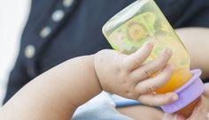 Sucos de frutas só devem ser oferecidos a crianças com mais de um ano de idade. Antes, prejudicam a saúde dos pequenos #pósgraduaçãoredentor #sucos #alimentação #crianças #saúde #facredentor