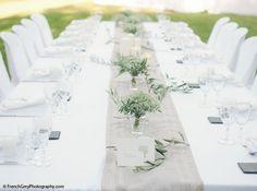 Mon idée de table - avec des touches de bleu discrètes et un photophore central