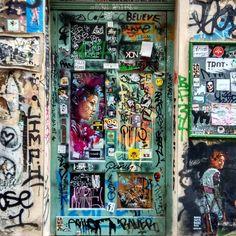 #doors #door #doorsandwindows_greatshots #portes #porte #puertas #puerta #lugaresdelibro #berlin #berlin #berlindoors #graffitiart #graffiti #hackeschermarkt #hackeschehöfe #architecture #archilovers #arquitectura #instadoors #instagram #instagood