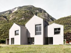 Architekturfotografie EFH Ticino #photography #architektur #architekturfotografie #architekturfotograf #sbf_member #phaseone #cambo #dämmerung #manuelstettler #architecturalphotography #architecturephotography #mediumformatphotography #rodenstock #phaseonephoto #phaseonecamera Medium Format Photography, Cabin, Mansions, House Styles, Home Decor, Architecture, Decoration Home, Manor Houses, Room Decor