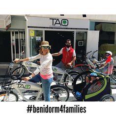 Esta familia de #benidorm acaba de descubrir nuestras #taobike y van a disfrutar de un paseo espectacular con sus pequeñas #viajarconniños @ninosenmochila #benidorm4families #ecotourism #responsibletourism #alquilerbicis