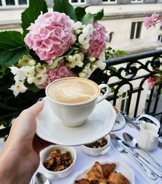 Discovered by lulaluna. Find images and videos about flowers, coffee and tasty+yum+yummy on We Heart It - the app to get lost in what you love. Good Morning Coffee, Coffee Cozy, I Love Coffee, Coffee Break, Coffee Time, Tea Time, Morning Mood, Chocolate Sweets, Chocolate Coffee