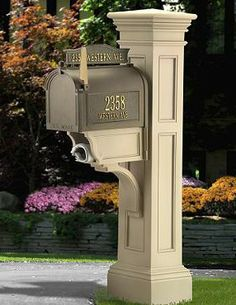 This Grandin Road Liberty Mail Post is truly distinctive.