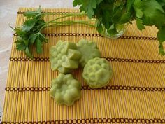 A Natural Parsley Soap to Reduce Facial Blemishes — Step To Health Salsa, Soap Recipes, Peta, Face Care, Homemade Gifts, Parsley, Osho, 30, Health