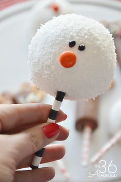 Christmas Recipes - make these snowmen in minutes, they are adorable for Christmas parties!