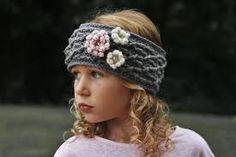 8 Quick and Easy Crochet Flower Headband Patterns Crochet Flower Headbands, Crochet Headband Pattern, Crochet Flower Patterns, Crochet Flowers, Crochet Hooks, Knit Patterns, Crochet Ideas, Crochet Cable, Love Crochet