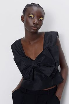 Top with V-neckline and wide straps. Hidden in-seam side zip closure. Zara Black, Black Men, Online Zara, Bow Tops, Zara United States, Black History, Peplum Dress, Party Dress, Bows