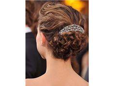 Peinado de novia de cabello corto recogido