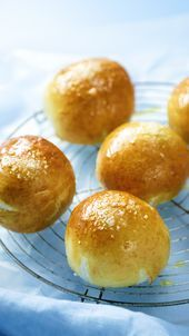 Beer Cheese Pretzel Bombs - Boozy cheesy Pretzel bombs The Effective Pictures We Offer You About potato recipes A quality pict - Beer Cheese, Cheese Bombs, Challah Bread Recipes, Pretzel Cheese, Good Food, Yummy Food, Pepperoni, Finger Foods, Appetizer Recipes