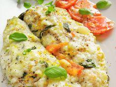Lubię pieczoną rybę - ten dorsz był pyszny! Delikatny w smaku, w połączeniu z ziołami, czosnkiem i pomidorem, a na dodatek zapieczony z mozzarellą - rewelacja :)
