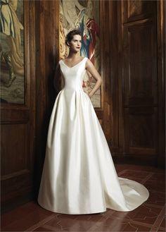 Wedding Dresses by Raimon Bundo