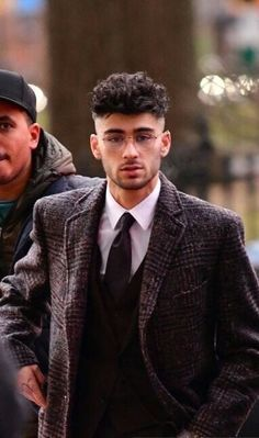 zayn malik - zayn malik - zayn - zayn malik aesthetic - zayn malik wallpaper - zayn malik hairstyle - zayn and gigi - zayn malik cute - zayn malik style Rubber Band Hairstyles, High Ponytail Hairstyles, Tomboy Hairstyles, Short Shag Hairstyles, Baby Girl Hairstyles, Bandana Hairstyles, Grunge Hairstyles, Bride Hairstyles, Vintage Hairstyles