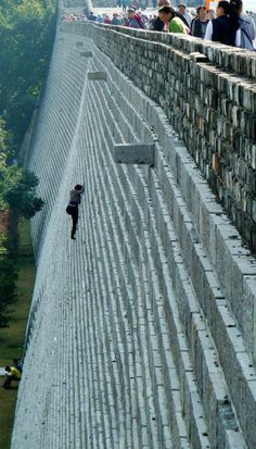 Noooo not a good idea :/ Woman scales a 70-foot castle wall to avoid paying admission. Times are tough.