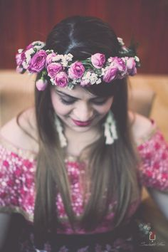 Pink floral tiara for mehendi hairstyle  #wedmegood #indianwedding #indianbride #bride #tiara #floral #floralwreath #pinkroses #roses #mehendi #mehendihairstyle #hair #hairstyles #bridalhair #bridalhairstyle Mehndi Hairstyles, Tiara Hairstyles, Fancy Hairstyles, Wedding Hairstyles, Indian Hairstyles, Indian Bride Photography Poses, Bridal Photography, Wedding Lehenga Designs, Indian Wedding Planning