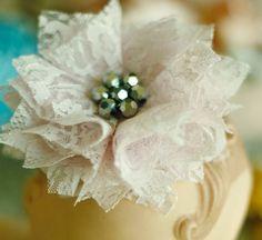Carnation Fabric Flower (No Sew & Sewn) Making Fabric Flowers, Cloth Flowers, Lace Flowers, Flower Making, Bow Making, Fabric Flower Tutorial, Flower Fabric, Material Flowers, Shabby Chic Flowers