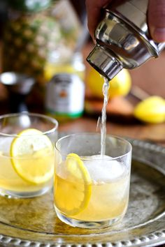 Pineapple Whiskey Sour by Just Putzing Around the Kitchen Whiskey Sour, Whiskey Drinks, Wine Cocktails, Cocktail Drinks, Cocktail Recipes, Alcoholic Drinks, Beverages, Drink Recipes, Bourbon