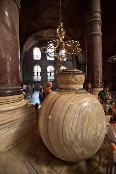 Hellenistic marble lustration urn from Pergamon. Now in the Hagia Sofia, Istanbul. Byzantine Architecture, Historical Architecture, Pamukkale, Beautiful World, Beautiful Places, Republic Of Turkey, Blue Mosque, Hagia Sophia, Interesting Buildings