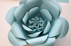 Las flores gigantes de papel están tomando mucho protagonismo en las decoraciones de fiestas femeninas. Tanto de niñas como de mujeres, en bodas, aniversarios, etc. Se utilizan en conjunto, como un…