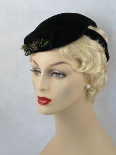 Vintage 1930s 1940s Hat Black Velvet Tilt Beret