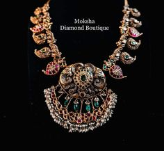 Antique Jewellery Designs, Antique Jewelry, Jewelry Design, Circle Pendant Necklace, Gold Necklace, Stone Jewelry, Gold Jewelry, Vaddanam Designs, India Jewelry