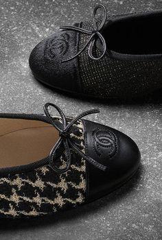 12d712252a0c Ballerines en tweed et veau façon... - CHANEL Mode Femme, Chaussures Femmes