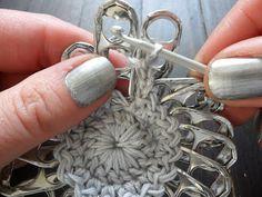 VMSomⒶ KOPPA: klipsukukka(ro)......... with matching nail polish:0)