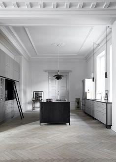 Grey kitchen by Københavns Møbelsnedkeri