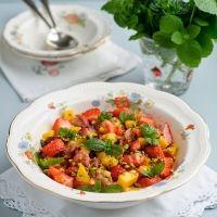 Sweet Eve aardbeien salade met o.a. mango en Marsala - een lekkere fruitige zomerse salade. Heerlijk als lunch-, bij- of voorgerecht van een zomerse maaltijd. Eet smakelijk!